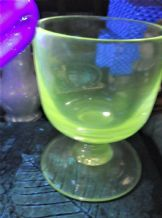 ANTIQUE VERY HEAVY RUMMER GLASS VERY WIDE BASE CUT PONTIL UV GREEN GLOW 4.5""